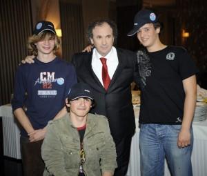 Željko s mladim obožavateljima