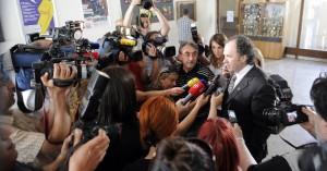 Željko daje izjavu novinarima